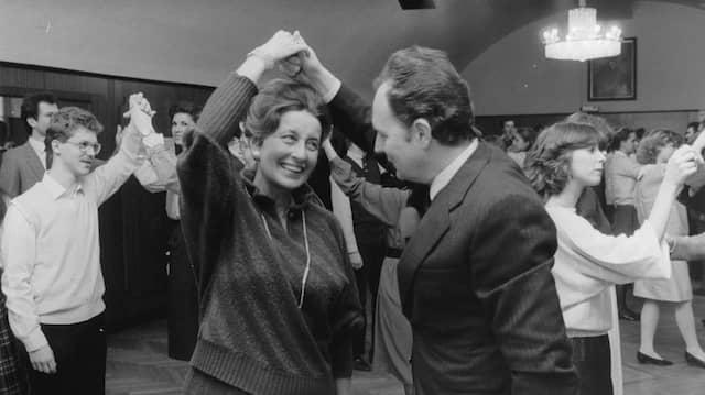 Lotte Tobisch mit Robert Hysek, bei Übungen für den Opernball.