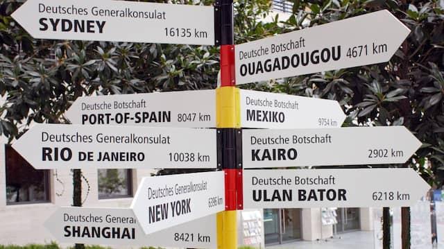 Viele Wege führen nach Deutschland: Entfernungen vom Auswärtigen Amt in Berlin zu den deutschen Botschaften