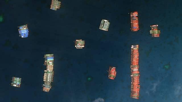 Chinesische Schiffe fahren im Whitsun-Riff, das sich im Südchinesischen Meer befindet