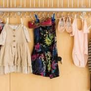 Kinder brauchen viele Kleider. Mit den Jahren sammelt sich einiges an. Wer sie nur mietet, ist besser dran.
