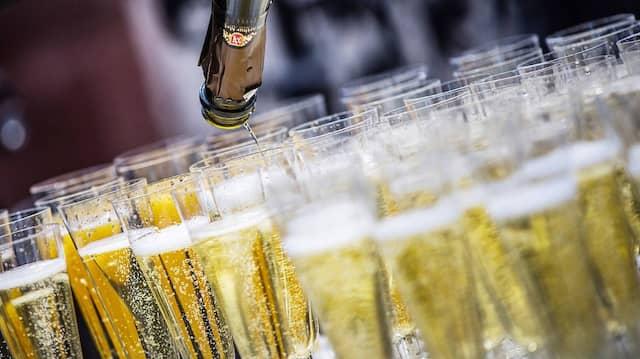 Sekt, Champagner oder Wein? Gerade an Weihnachten darf es ein Champagner sein, meint unser Kolumnist.