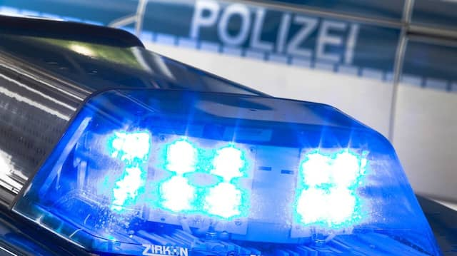 Unfall und Messerstecherei: Die Polizei musste auch an Ostern zu Einsätzen.