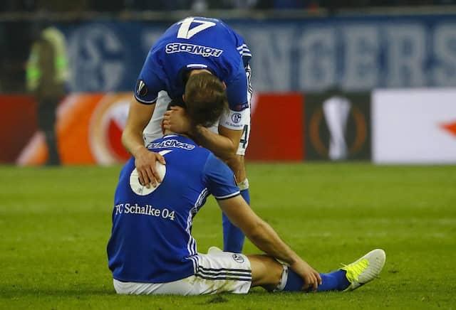 Tiefe Enttäuschung bei Schalkes Spielern nach dem Spiel gegen Amsterdam.