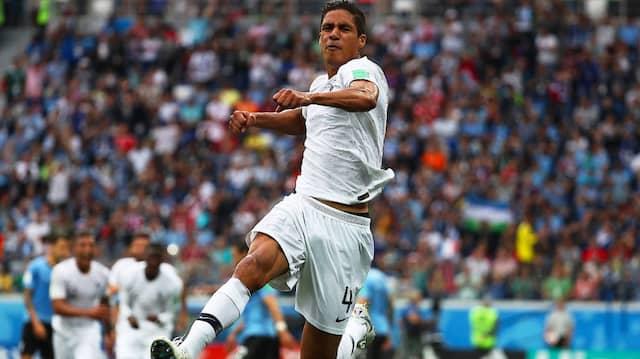 ... Raphael Varane nach einem Standard per Kopf zur Stelle war und zur französischen Führung einnickte.