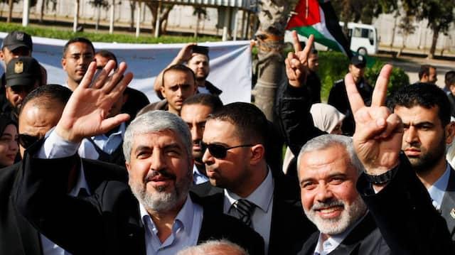 Siegesposen: Die Hamas-Führer Khaled Meschal und Ismail Hanija am Grenzübergang Rafah im Gazastreifen