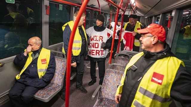Hessens private Busfahrer streiken seit heute für mehr Gehalt und längere Pausen.