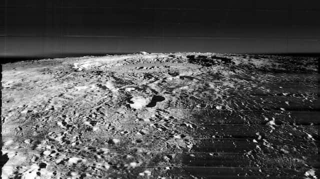 """So sieht der Mond aus: Binnen zwölf Monaten hatten die Amerikaner durch ihr """"Lunar Orbiter Program"""" 99 Prozent der Mondoberfläche fotografiert."""
