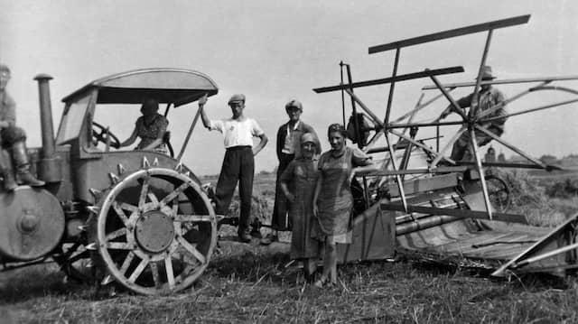 Verlassen 1929 zunehmend ihre Heimat: Bauern in Ostdeutschland (Foto um 1930)
