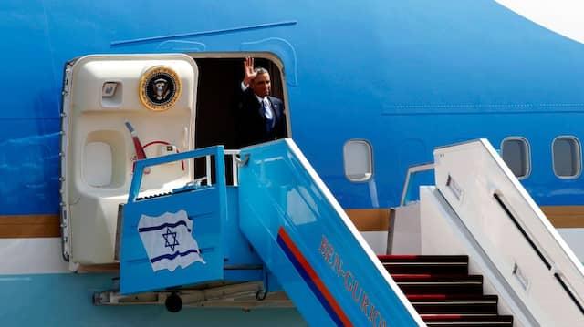 Mit zusammengekniffenen Lippen: Barack Obama nach der Landung in Tel Aviv