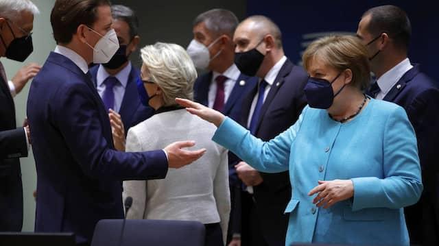 Angela Merkel und Österreichs Kanzler Kurz auf dem EU-Gipfel im Juni