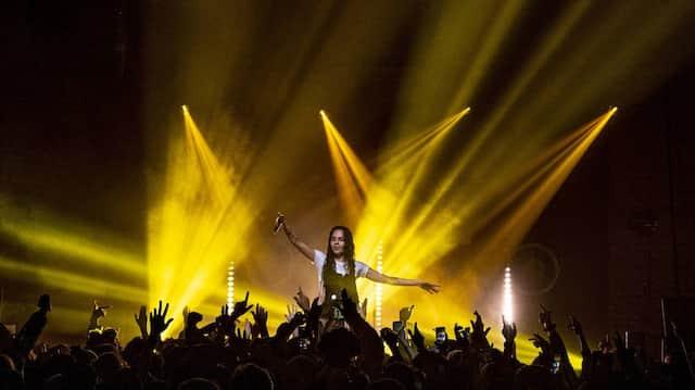 Die Rapperin 070 Shake bei einem Konzert in London