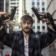 """Würde die Waffen gerne loswerden: Daniel Radcliffe als Miles in einer Szene des Films """"Guns Akimbo"""""""