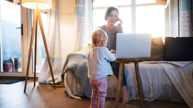 Wer im Home Office arbeitet und soziale Distanz wahrt, sollte sich explizit fragen, wie er seiner Psyche etwas Gutes tun kann.