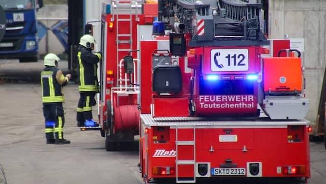 Feuerwehr und Rettungskräfte sind mit einem Großaufgebot vor Ort.