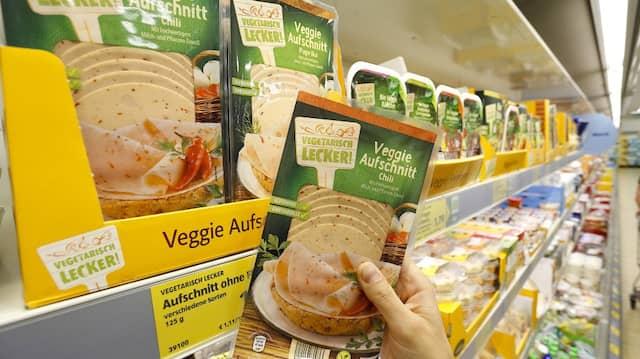 Die Auswahl an Fleischalternativen in den Supermärkten wächst.