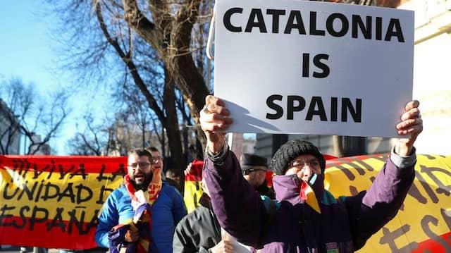 Spanische Demonstranten protestieren gegen Separatismus