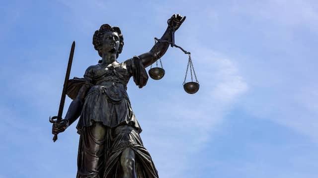 Aus der Balance: Mittlerweile bewerben sich die Jurastudenten mit den besten Noten nicht mehr unbedingt für den Staatsdienst.