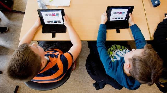 Digital: Schüler im Niedersächsischen Gehrden lernen mit iPads im Englischunterricht