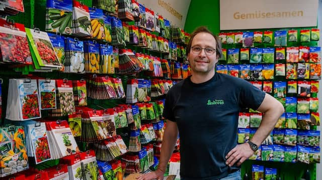Liebt die Pflanzenvielfalt: Saatguthändler Nils Andreas in der Samenhandlung der Familie an der Frankfurter Töngesgasse