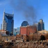 Rauch steigt nach einer Explosion in der texanischen Stadt Nashville auf.