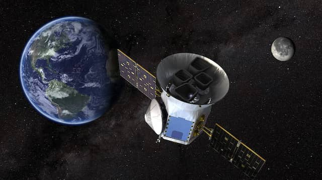 "Künstlerische Illustration des 2018 gestarteten ""Transiting Exoplanet Survey Satellite"" (TESS)."