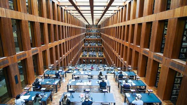Das Jacob-und-Wilhelm-Grimm-Zentrum, die Universitätsbibliothek der Humboldt-Universität zu Berlin