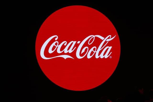 Coca-Cola hat entschieden, seine social media Werbungen für 30 Tage lang auszusetzen.