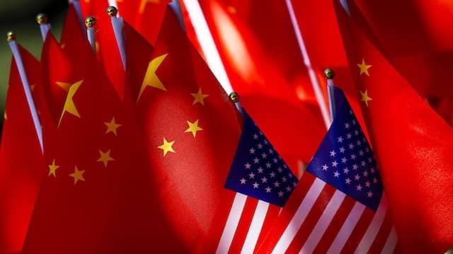 Die Nationalflaggen von Amerika und China