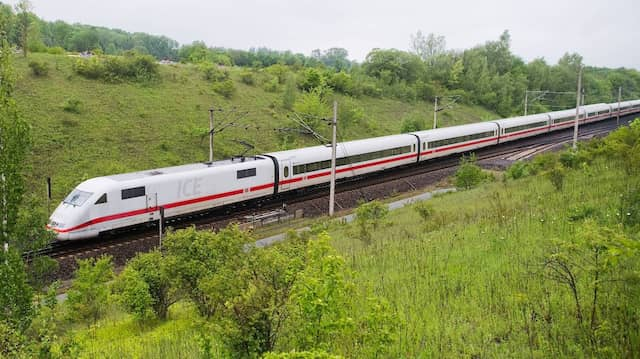 Weil die Schnellfahrstrecke saniert wird, sind Bahn-Reisende mit dem ICE zwischen Göttingen und Hannover seit Monaten fast doppelt so lange unterwegs wie gewöhnlich.