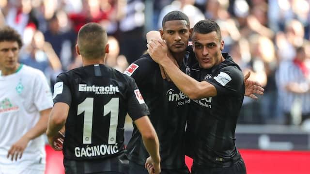 Konnten immerhin den zwischenzeitlichen Ausgleich feiern: Eintracht-Spieler Haller und Kostic (rechts)