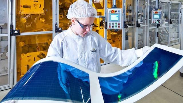 Heliatek fertigt organische Photovoltaikanlagen.