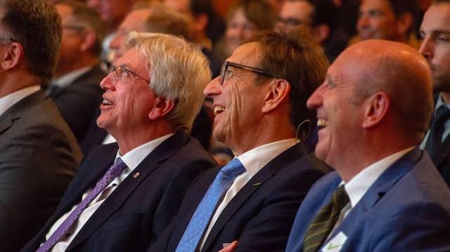 Beim ersten hessischen Unternehmertag nach dem Beginn der Corona-Pandemie hatten Bouffier und Mang viel zu lachen.