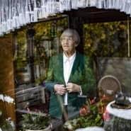 Blick zurück: Anita Stapel, hier am Mittwoch in ihrer Wohnung in Berlin-Lichtenrade, unterstützt die Arbeit von Care.