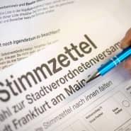 An die Urne: Die hessischen Kommunalwahlen finden im März statt.