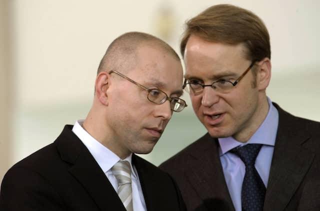 Als alles noch gut war: Asmussen (links) und Weidmann 2009 im Kanzleramt