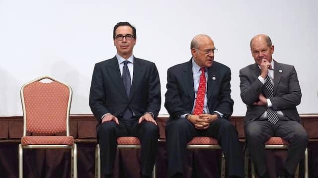 Steven Mnuchin (l-r), amerikanischer Finanzminister, Jose Angel Gurria, Generalsekretär der OECD, und Olaf Scholz (SPD), deutscher Finanzminister