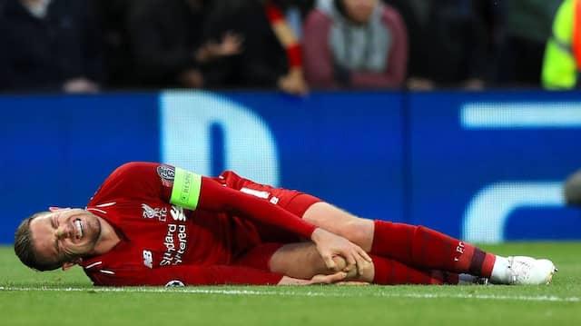 Für Profis wie für Amateure gilt: Das Knie ist beim Fußball besonders gefährdet.