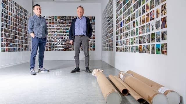 Der Abschied steht bevor: Die Galeristen Lothar Albrecht (rechts) und Agustín López bereiten in der aktuellen Ausstellung Johannes Franzen den Auszug vor.