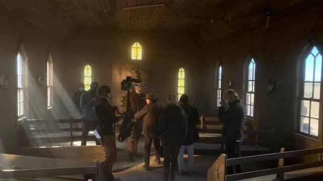 Die letzte Aufnahme, bevor die Kamerafrau Halyna Hutchins erschossen wurde. Zu sehen ist die Kirche am Filmset, in der Alec Baldwin drehte.