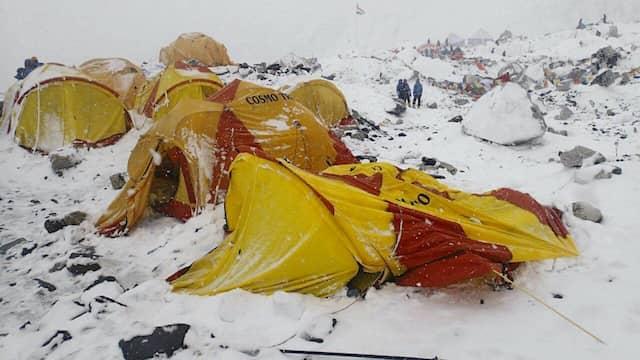 Das Basislager am Mount Everest wurde nach dem Erdbeben in Nepal von einer Lawine erfasst.