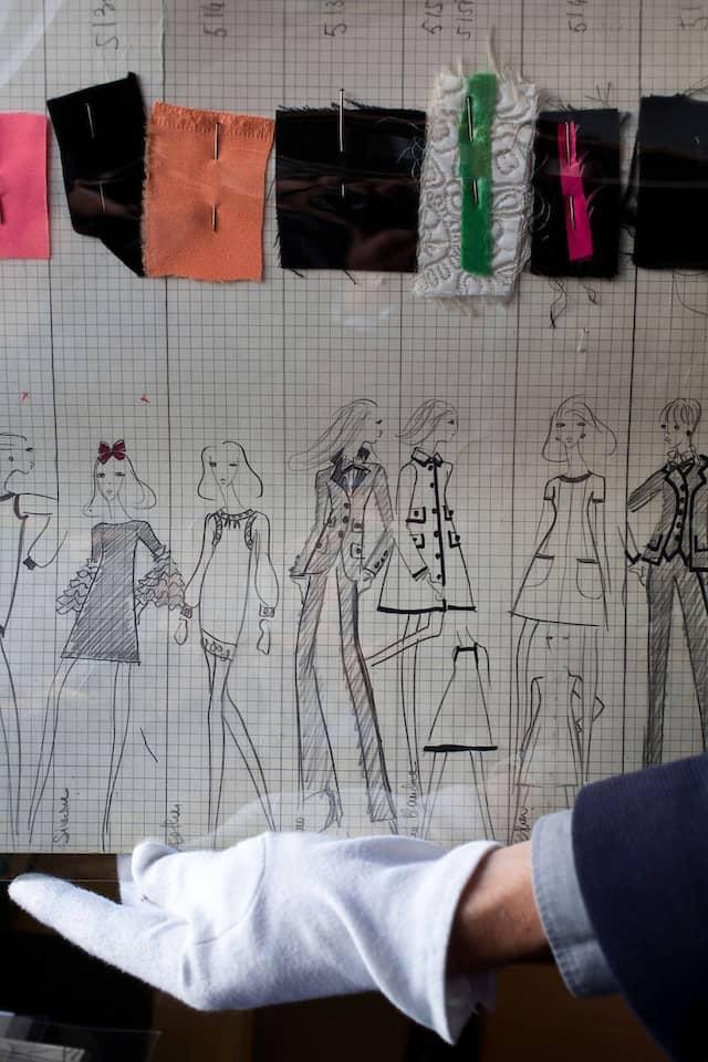 """An den """"Line-up-Zeichnungen"""" erkennt man die richtige Reihenfolge bei der Schau."""
