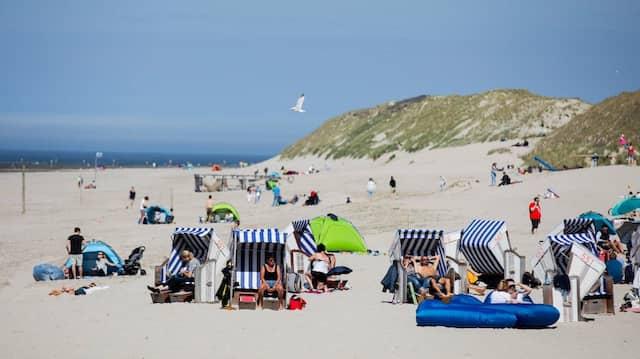 Soll der Staat hierfür wirklich einen Zuschuss geben? Urlauber sonnen sich am Nordstrand von Norderney.