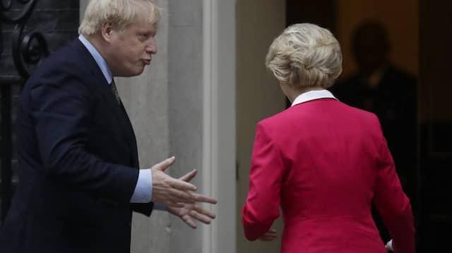 Ein langer Weg: Boris Johnson und Ursula von der Leyen (v.l.) arbeiteten neun Monate an dem 1.246 Seiten starken Abkommen.