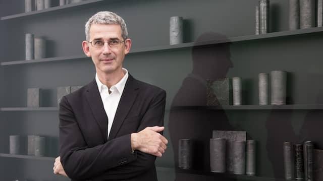 Edmund de Waal im Oktober 2016 in seiner Einzelausstellung auf der Frieze London