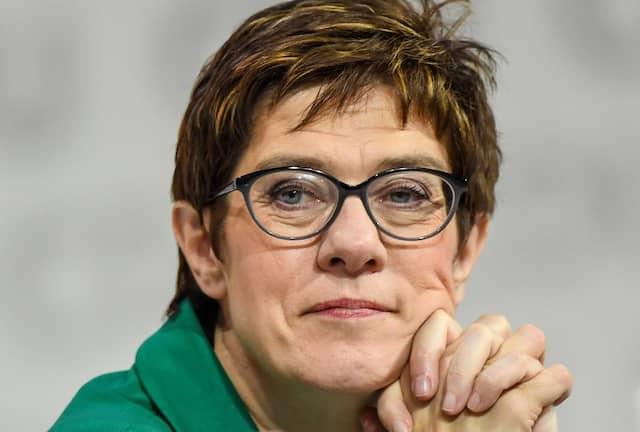 Annegret Kramp-Karrenbauer, Bundesvorsitzende der CDU, verfolgt beim Parteitag in Hamburg Anfang Dezember die Debatte.