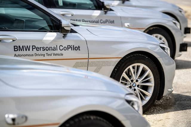 """Vorstellung eines autonom fahrenden 7er BMWs bei der Eröffnung des BMW-Entwicklungszentrums """"Campus Autonomes Fahren"""" in Unterschleißheim bei München."""