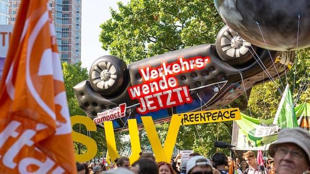 Streitfall: Des einen Feind ist des anderen Liebling – etwa der beliebte SUV, gegen den an sich am Sonntag Tausende in Frankfurt auf die Straße gingen