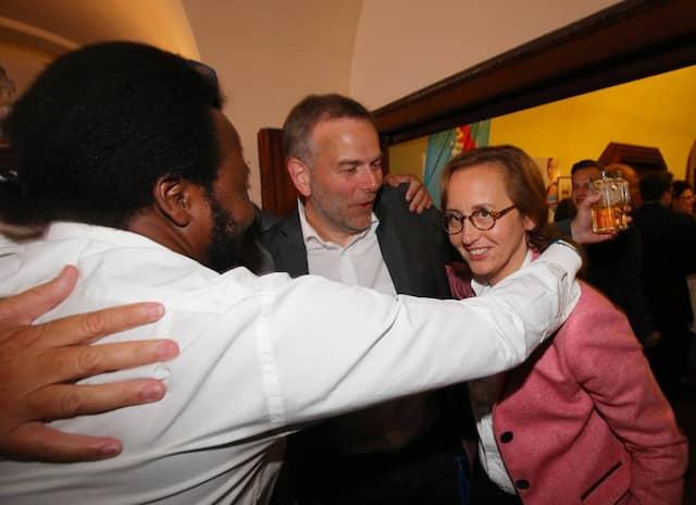 2016 feierte Demagbo zusammen mit Leif-Erik Holm und Beatrix von Storch den Einzug der AfD ins Berliner Abgeordnetenhaus.