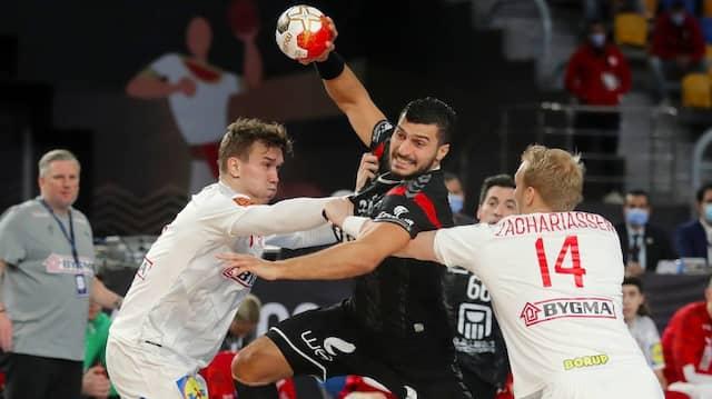 Mit Mühe und Not: Dänemarks Handballer schlagen Gastgeber Ägypten