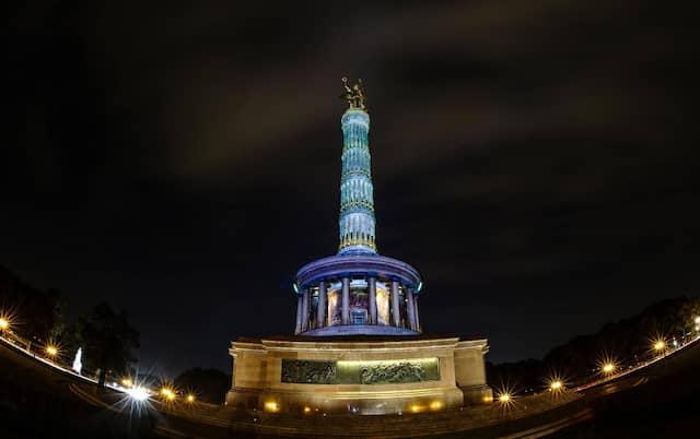 Auch die Berliner Siegessäule könnte als nationalistischer Triumphalismus verstanden werden. Zudem besteht das Dekor größtenteils aus erbeuteter Geschützbronze.